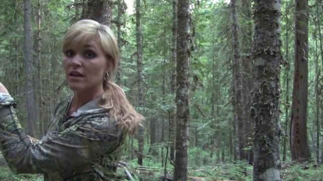 Dívka loví medvěda